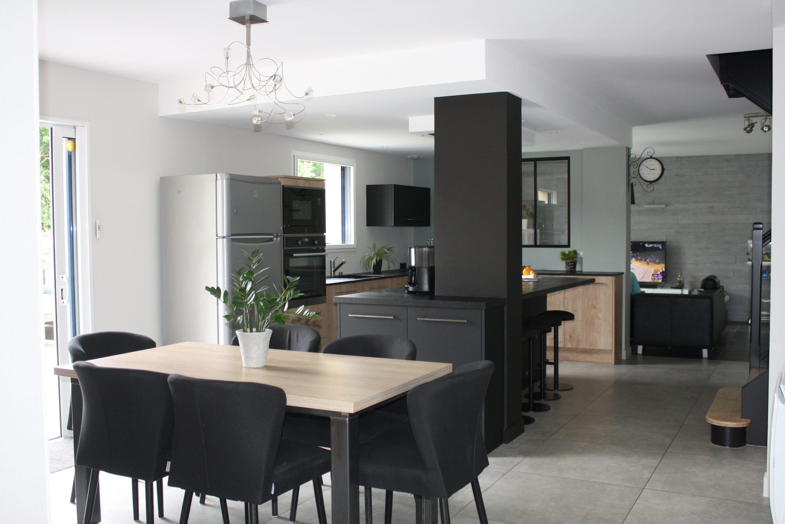 Création d'une cuisine sur mesure noire et blanche